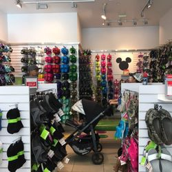 63a7df0e4111 Crocs - 18 Photos   32 Reviews - Shoe Stores - 1450 Ala Moana Blvd ...