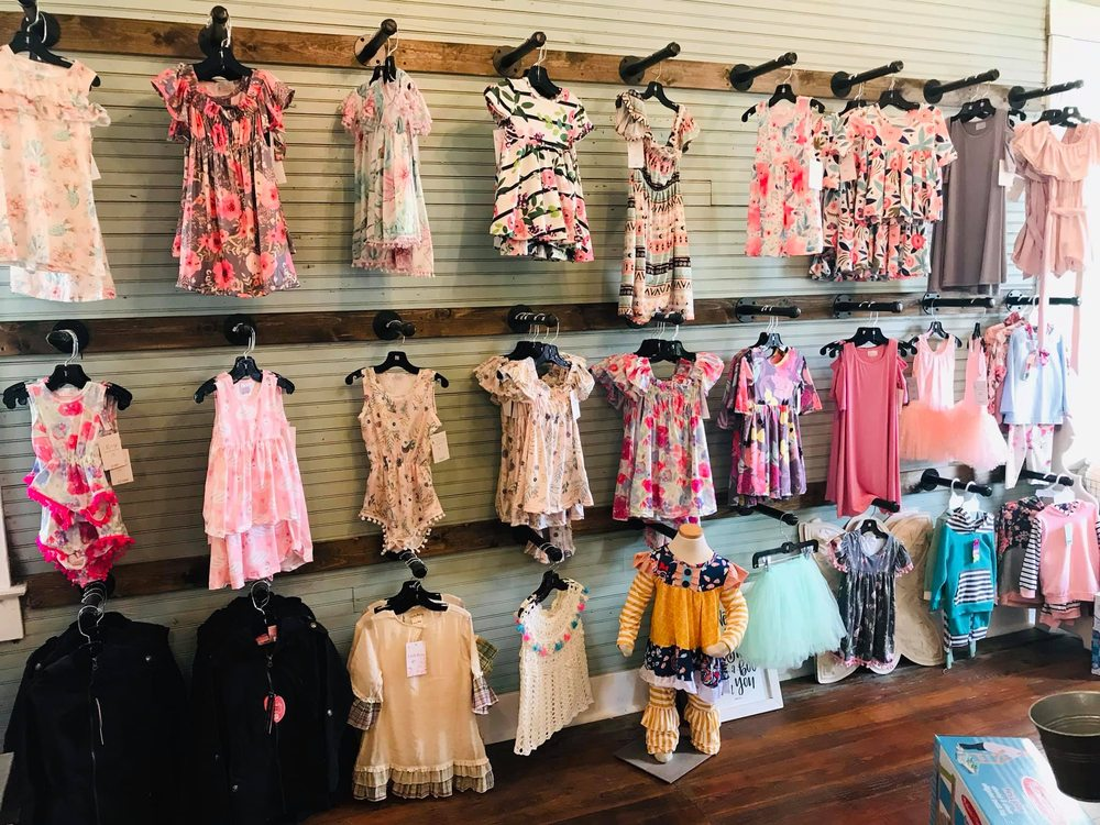 Rachel's Rustic Room & Boutique: 214 US-50, Rosebud, MO