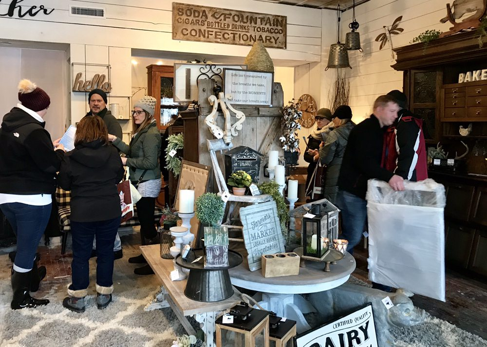 Rustic and Reclaimed Market: 927 Main St, Antioch, IL