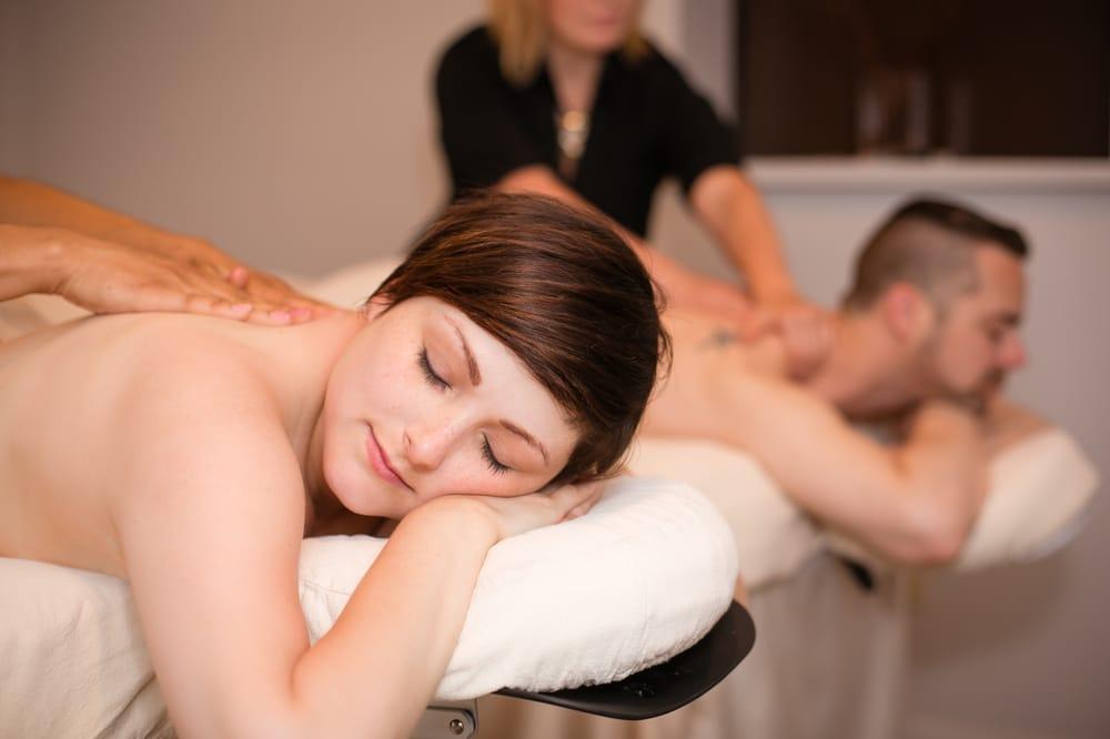 huisvrouw ontvangt sex massage salons