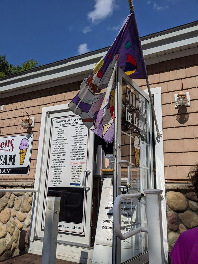 Stillwells Ice Cream Alton Bay: 18 Mount Major Hwy, Alton Bay, NH