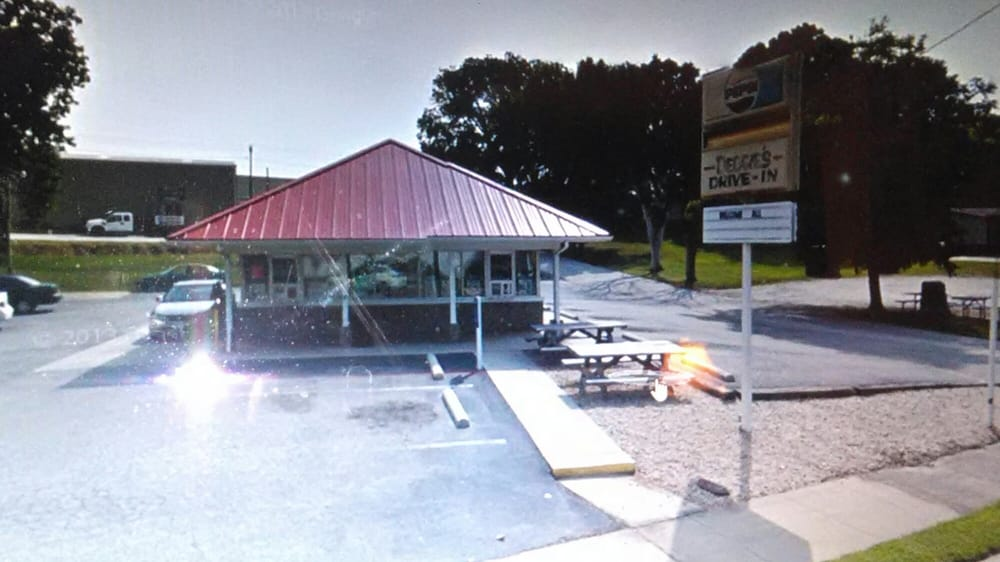 Debbie's Drive-In: 327 W Atlantic St, South Hill, VA