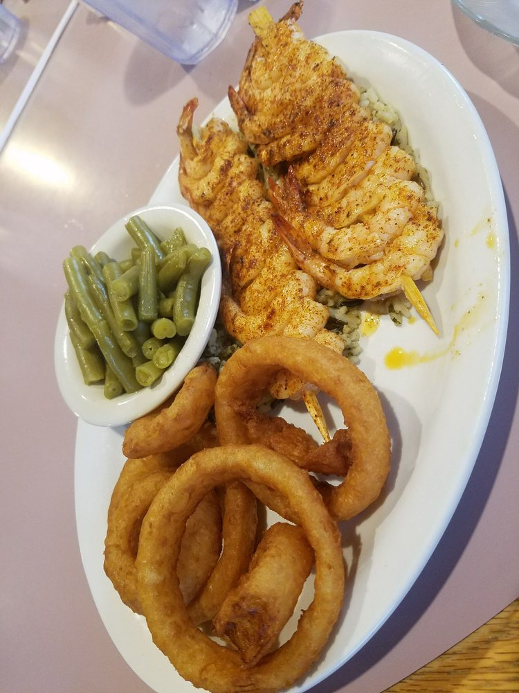 Lake Manor Restaurant: 13143 US Hwy 68, Mount Orab, OH