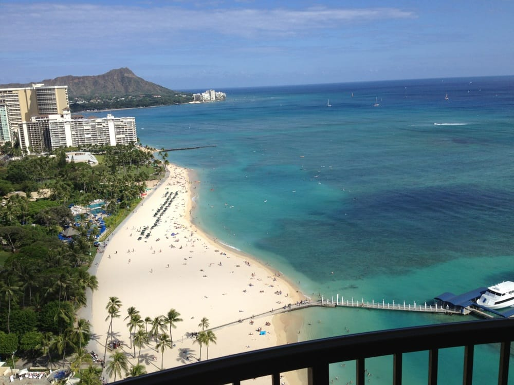 Hilton Hawaiian Village Waikiki Beach Photo Gallery: Beautiful View Of Duke Kahanamoku Beach And Kaiser Bowl