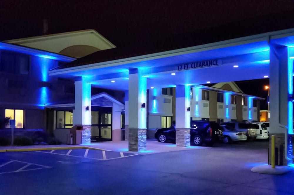 Comfort Inn Moline - Quad Cities: 2600 52nd Ave, Moline, IL