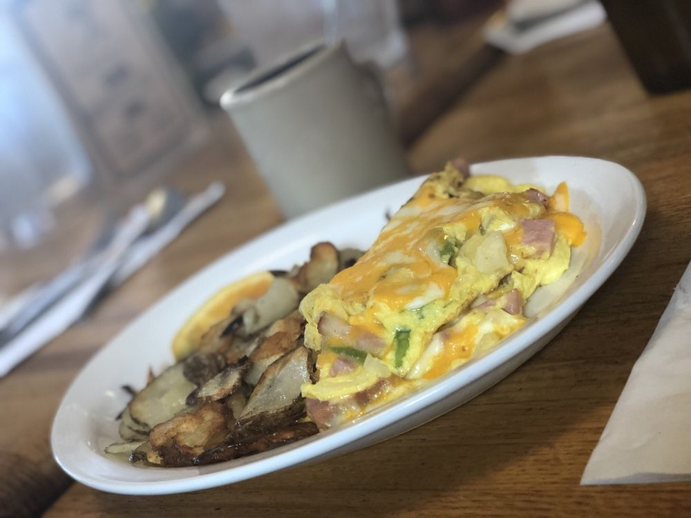 Tiger Bar & Cafe: 2620 Hwy 158, June Lake, CA