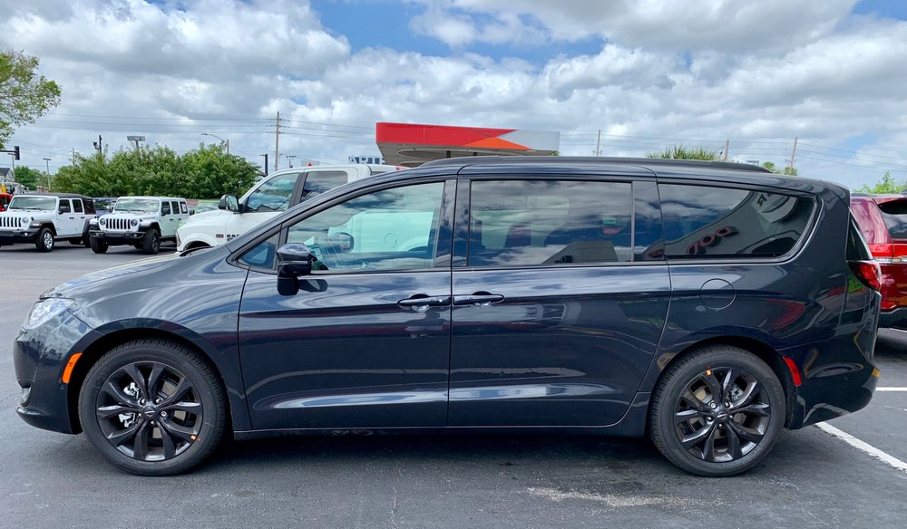 2019 Chrysler Pacifica Limited In Maximum Steel Metallic W S