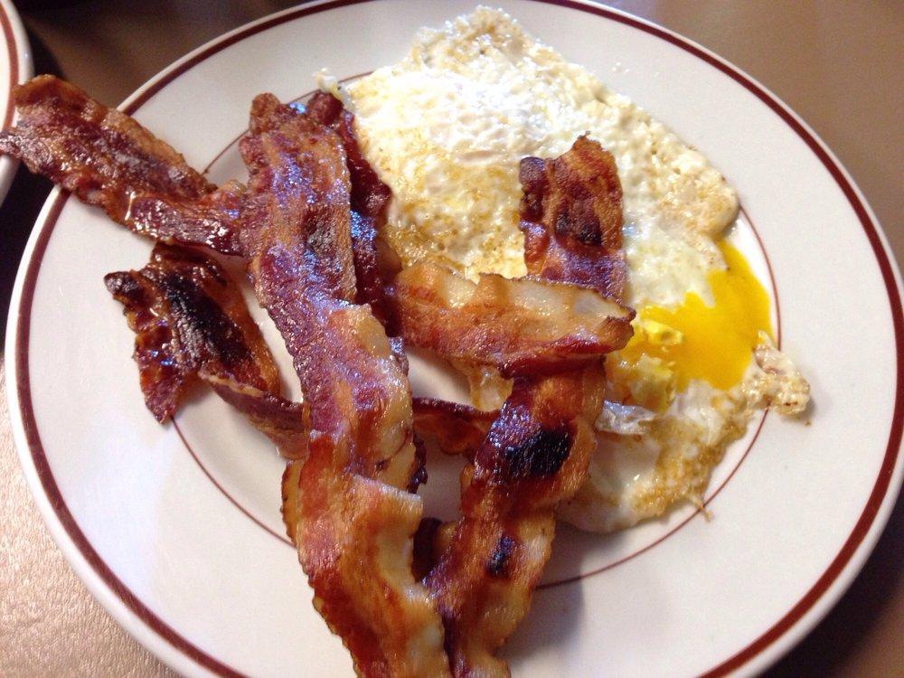 Victoria's Country Diner: 223 N Washington St, Lacon, IL