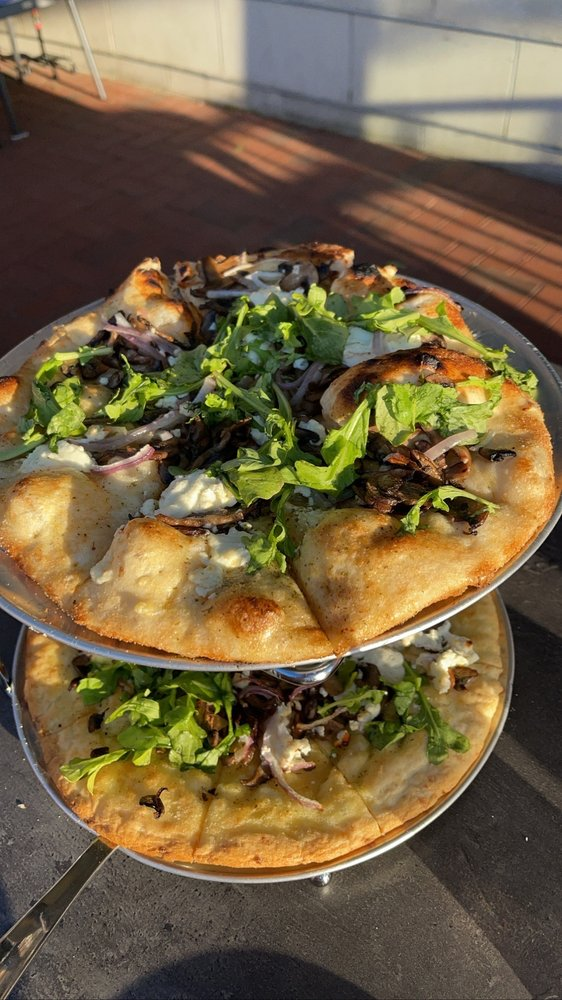 Vinny's Pizzeria: 168 Uptown Dr, Bay City, MI