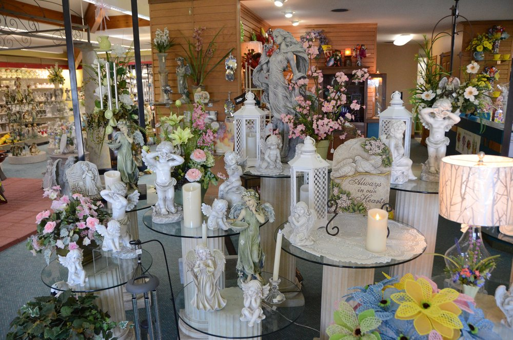 Steve's Flowers and Gifts: 3150 E Thompson Rd, Indianapolis, IN