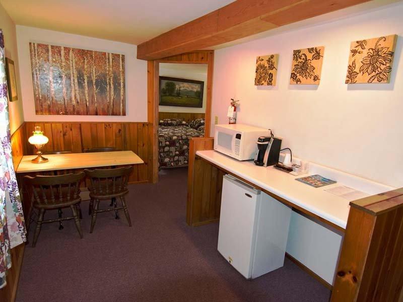 Luzerne Court Motel: 508 Lake Ave, Lake Luzerne, NY