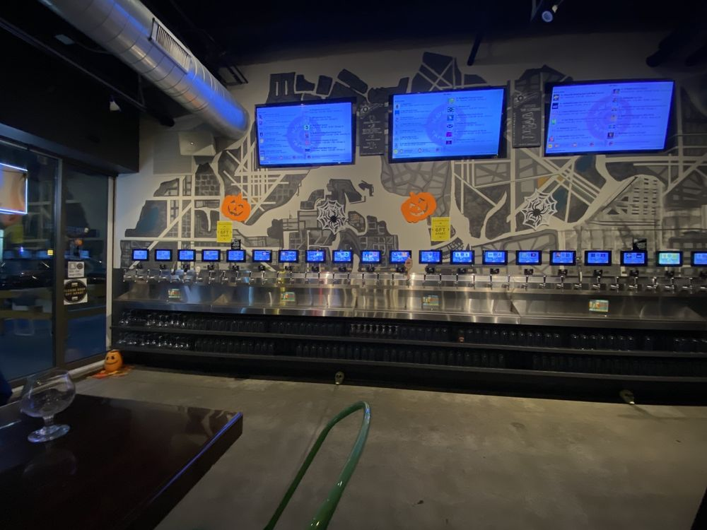 Navigator Taproom: 2211 N Milwaukee Ave, Chicago, IL