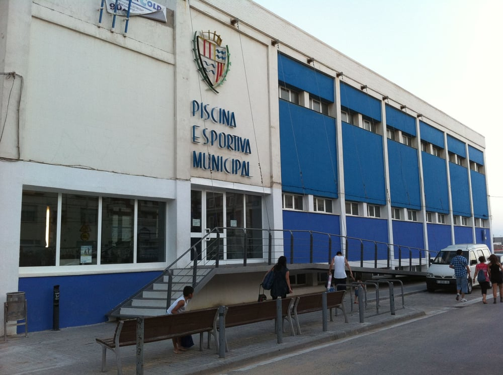 Piscina municipal centre albercas calle eduard for Piscina municipal manises