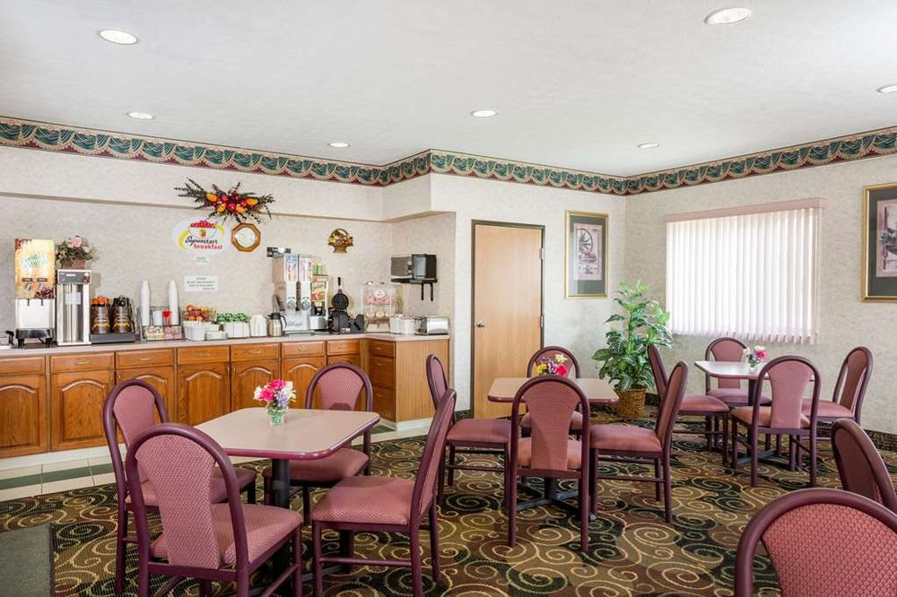 Super 8 by Wyndham Athens: 2091 East State Street, Athens, OH
