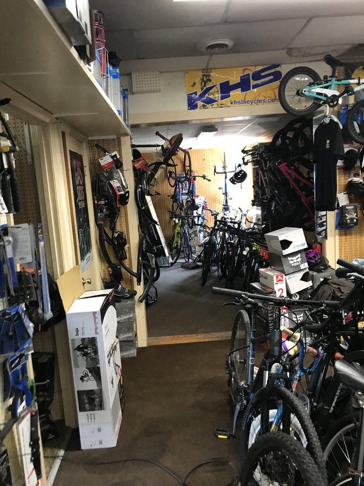 Chuck's Bikes: 45 Bridge St, Morrisville, VT