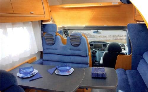Mesa comedor de autocaravana de alquiler en Madrid - Yelp