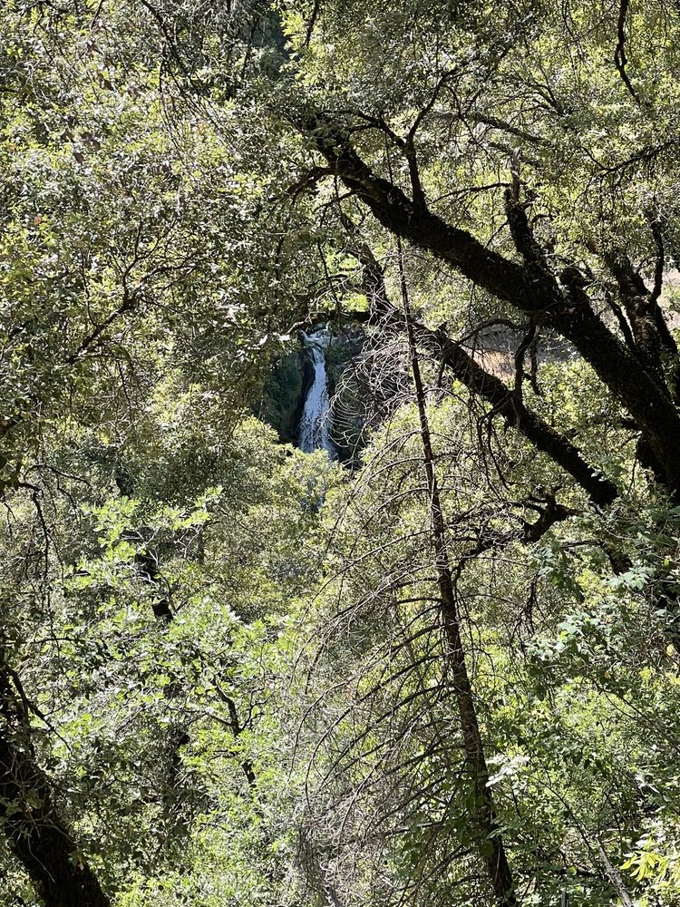 Potem Falls: Fenders Ferry Rd, Round Mountain, CA