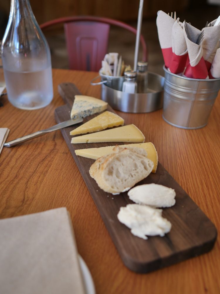 Valley Ford Cheese & Creamery: 14390 Valley Ford Rd, Valley Ford, CA