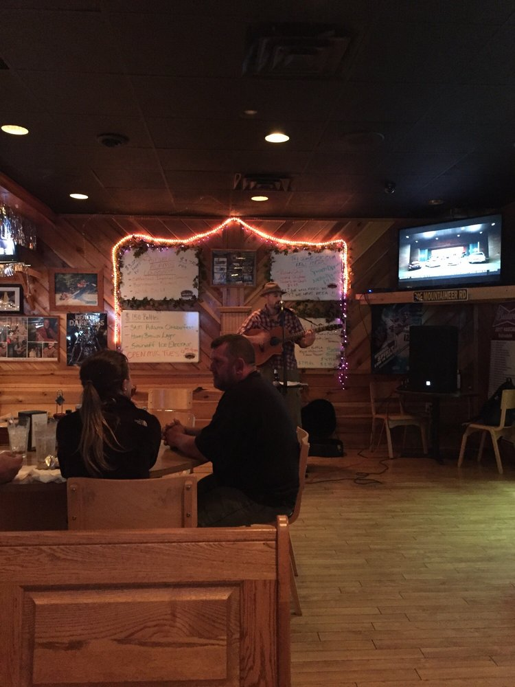 Elliott's Whitewater Bar & Grill: US Rt 19, Fayetteville, WV