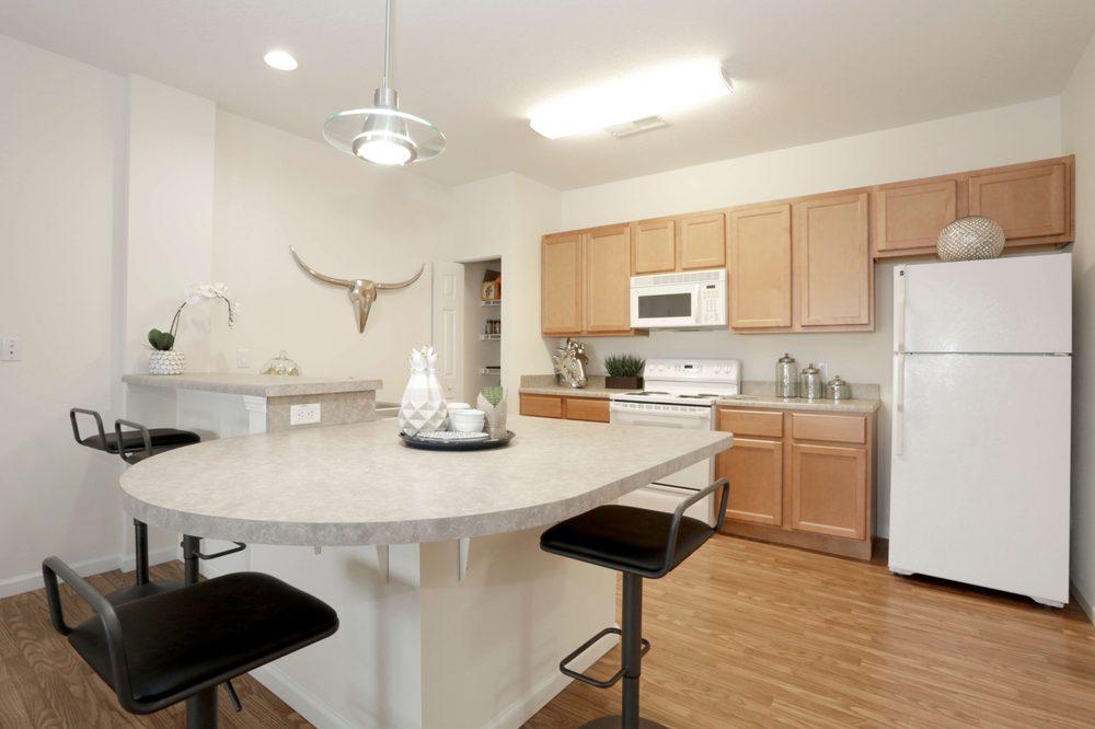 Windsor West Apartments: 2502 Fields S Dr, Champaign, IL