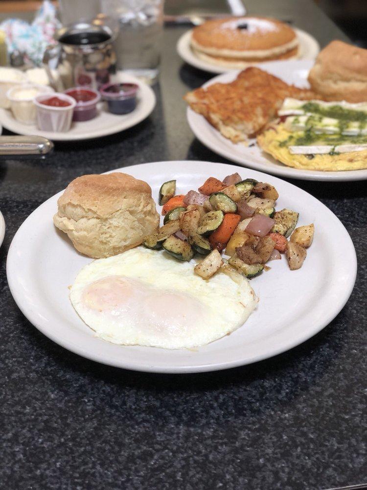 Crossroads Diner: 17194 Preston Rd, Dallas, TX