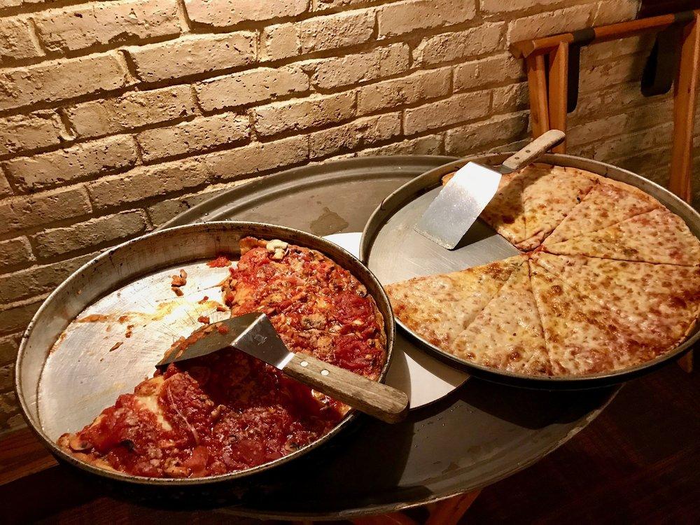 Lou Malnati's Pizzeria: 6649 N Lincoln Ave, Lincolnwood, IL