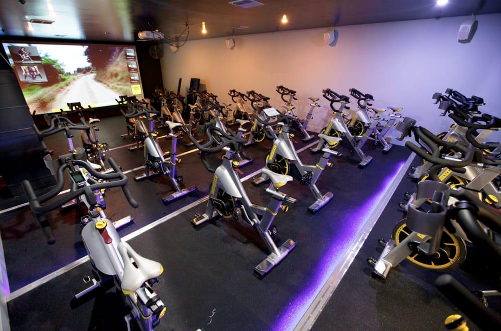 Hd studio cycling theatre yelp for Gimnasio gym forma