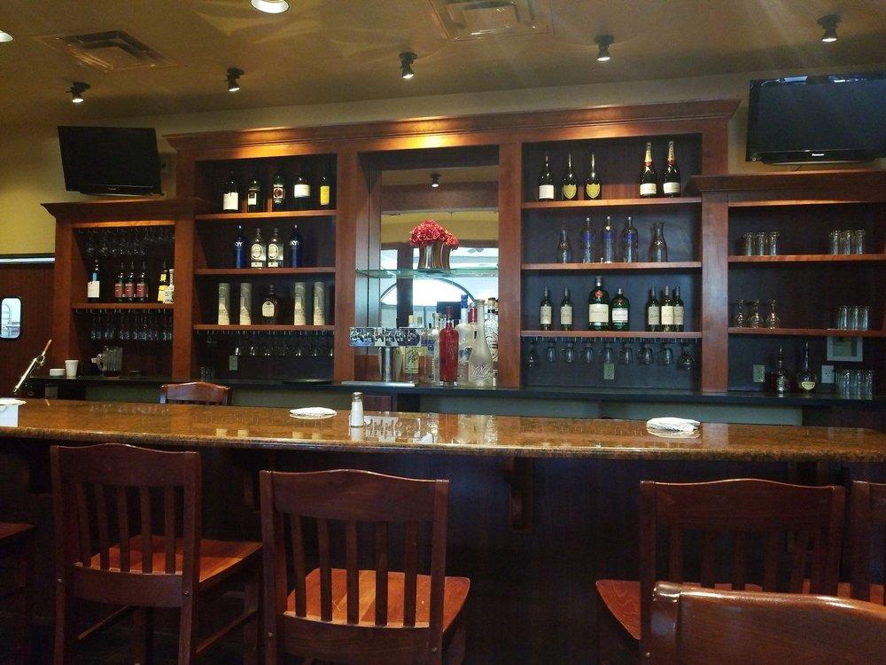 Ria's Restaurant & Lounge: 3550 W Edgewood Dr, Jefferson City, MO