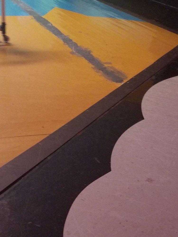 Rainbow Skate Center: 4311 Wildwood Rd, Moss Point, MS