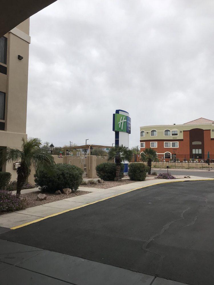 Holiday Inn Express & Suites Marana: 8373 N Cracker Barrel Rd, Tucson, AZ