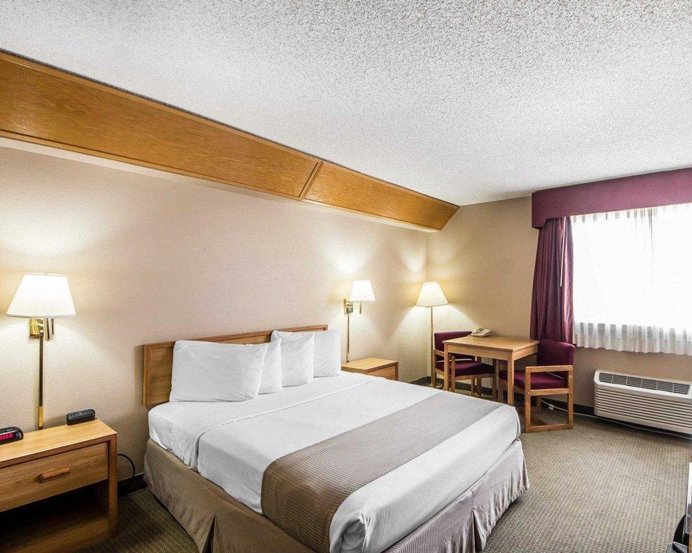 Econo Lodge Blackwell - I-35: 1201 N 44th St, Blackwell, OK