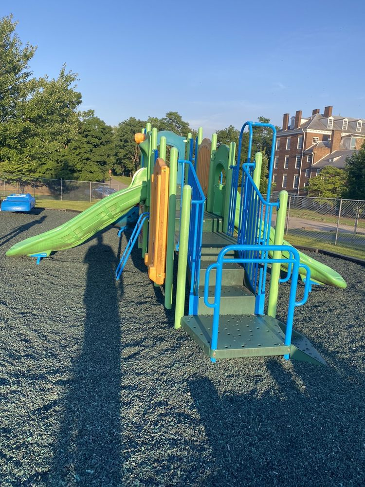 Don Harned Playgroud: W Broadway St, Bardstown, KY