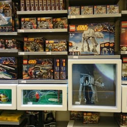 Lego store disneyland 11 photos magasin de jouets disney village marne la vall e seine - Magasin marne la vallee ...