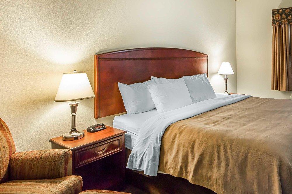 Econo Lodge Inn & Suites: 101 Reasor St, Tahlequah, OK