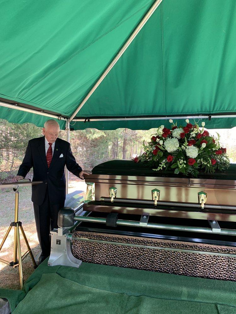 Loflin Funeral Home: 147 Coleridge Rd, Ramseur, NC