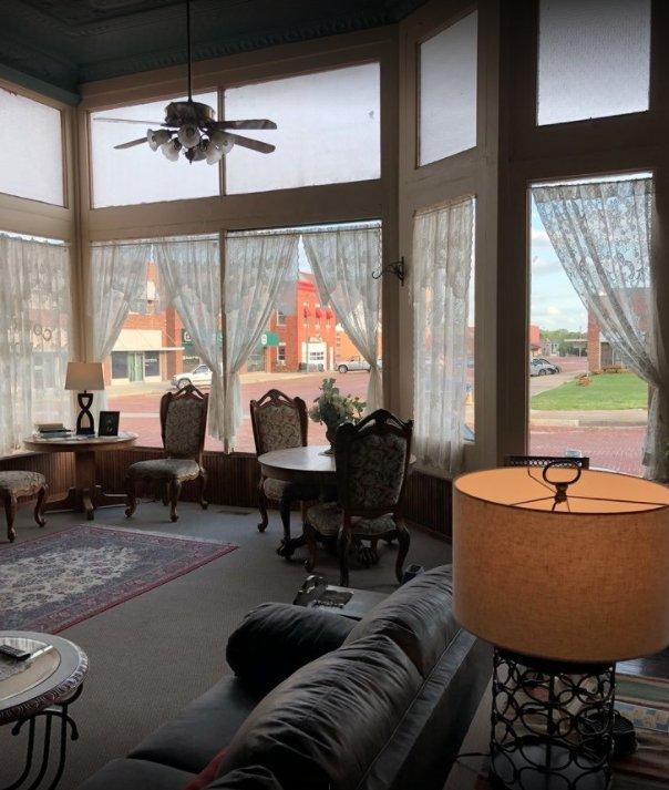 Courtland Hotel: 121 E 1st St, Fort Scott, KS