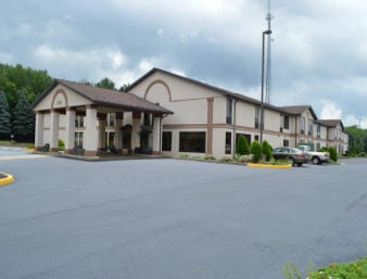 Days Inn by Wyndham Blairsville: 1085 SR 22 Hwy W, Blairsville, PA