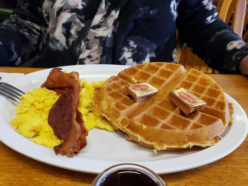 Village Cafe: 112 W Branch St, Arroyo Grande, CA