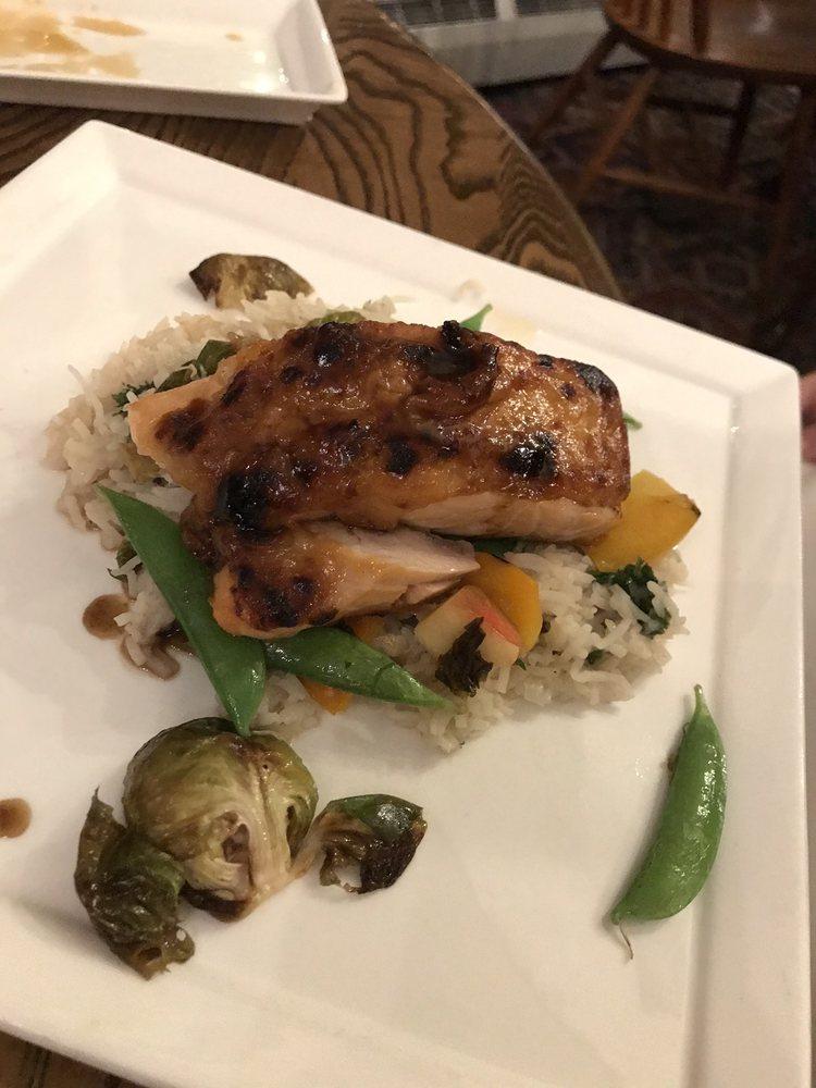 Highfields Restaurant & Eagle Landing Tavern: 179 Carter Notch Rd, Jackson, NH