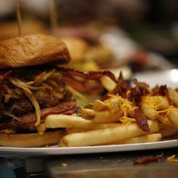 Crave Real Burgers Closed 246 Photos 190 Reviews Burgers