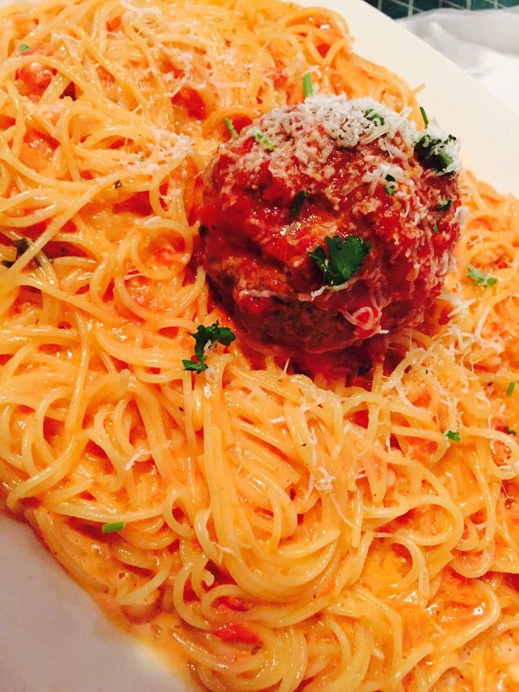 Got pasta angel hair pink sauce and meatball yelp for Mammas italian kitchen