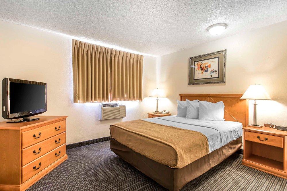 Econo Lodge Inn & Suites: 1413 Neptune Drive, Clinton, OK
