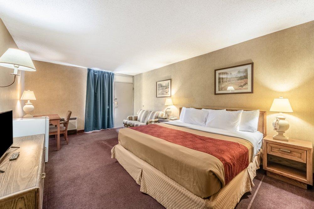 Econo Lodge: 2115 S 6th Street, Brainerd, MN
