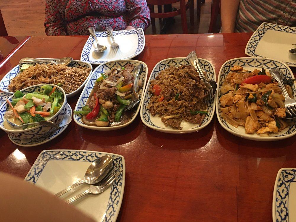 supatra s thai cuisine 90 fotos y 172 rese as cocina tailandesa 967 w 7th st west seventh. Black Bedroom Furniture Sets. Home Design Ideas