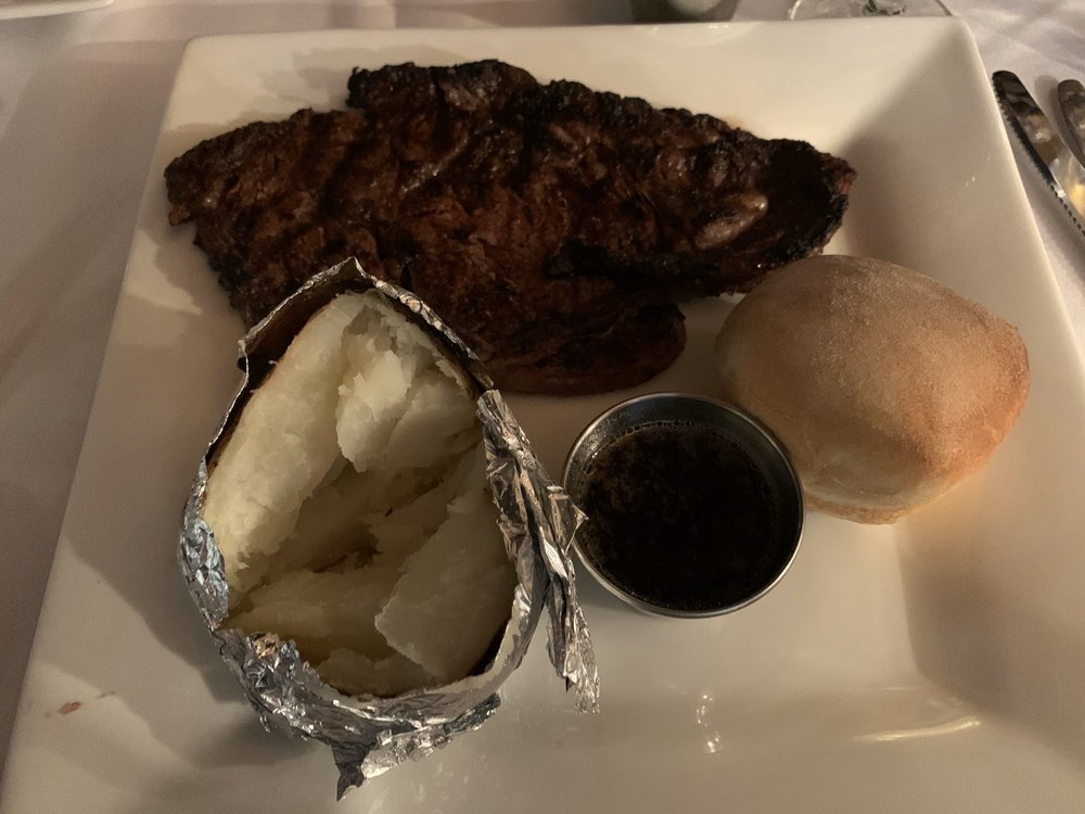 Saxony Inn Steakhouse: 501 N Marland Blvd, Hobbs, NM