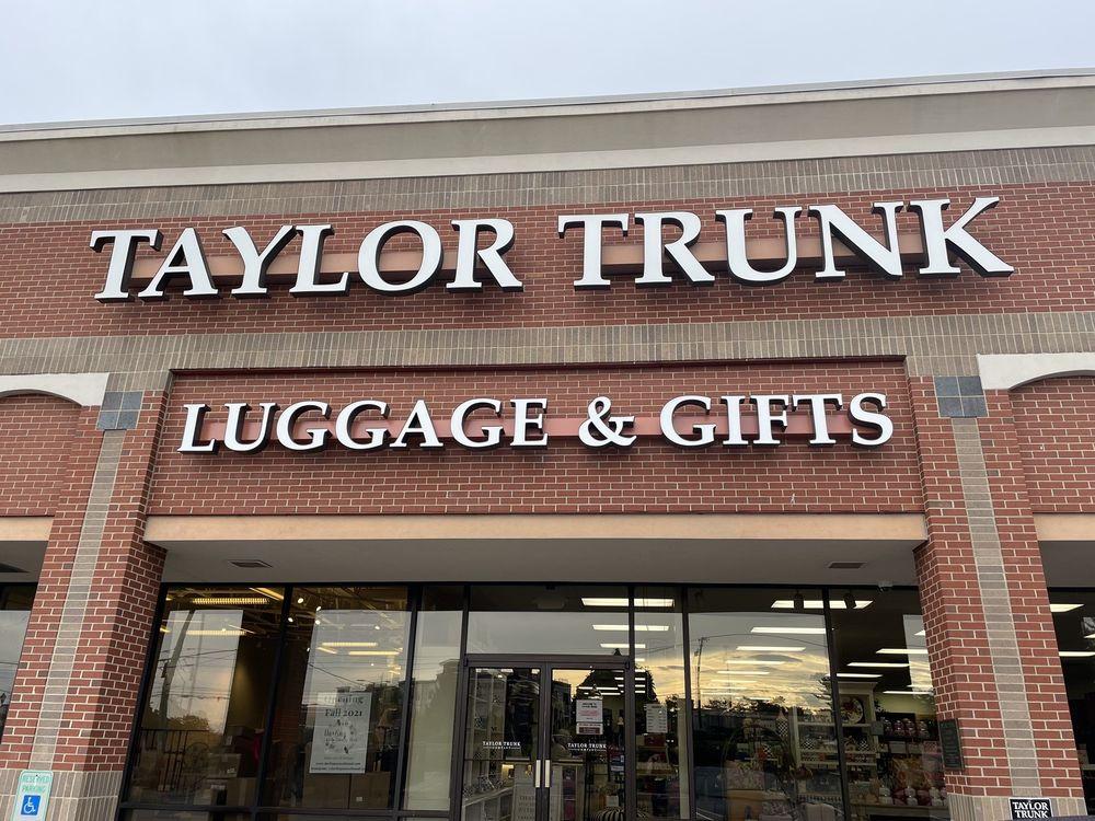 Taylor Trunk: 601 S Hurstbourne Pkwy, Louisville, KY