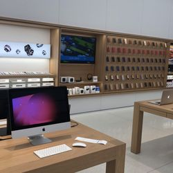 Photo Of Apple Store   Schaumburg, IL, United States