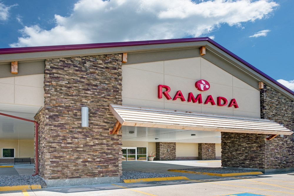 Ramada Hotel & Conference Center by Wyndham Columbus: 265 33rd Ave, Columbus, NE