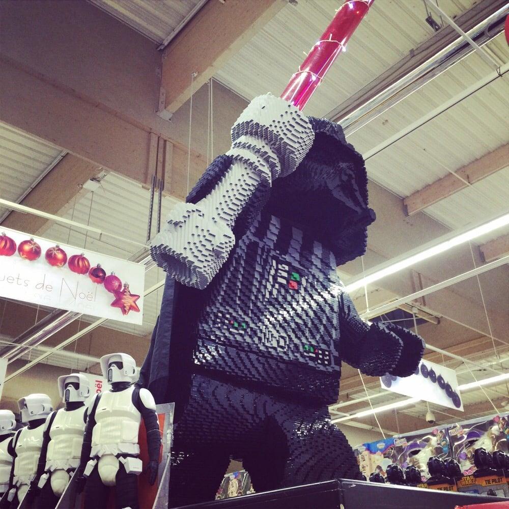 Aaaaaaaah un dark vador en lego dans le supermarch du for Lego entwickler job