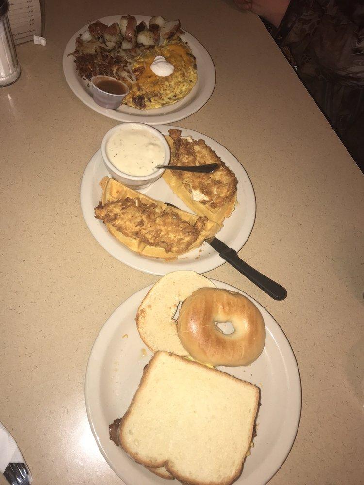 Upper Park Cafe: 200 S Main St, Aubrey, TX